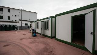 El colegio Don Bosco instala cuatro aulas prefabricadas para dar clase tras la caída de varios techos por Filomena.