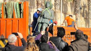 Retirada la estatua de Franco en Melilla