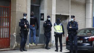 La Policía Nacional ha desplegado un operativo en el barrio de San José de Zaragoza contra las bandas latinas.