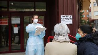 Campaña de vacunación contra la covid en el centro de mayores de San José, en Zaragoza.