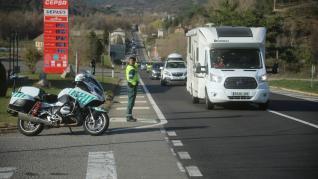 La circulación fue densa en la A-23 de Huesca a Zaragoza sin repetirse las colas de varios kilómetros del pasado jueves.