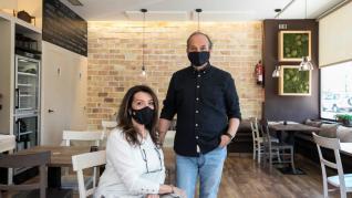 Gino Sella y su esposa, en el restaurante italiano Il Buco.