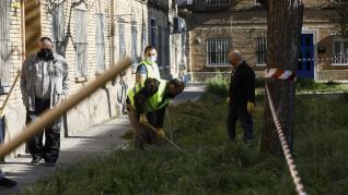 Los vecinos de Las Fuentes limpian el grupo Andrea Casamayor.