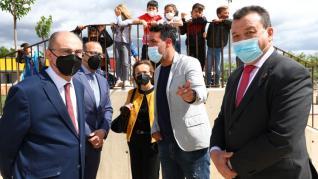 El Presidente de Aragón, Javier Lambán, visita el colegio de Odón de Buen en Zuera, que ha estrenado este curso un nuevo edificio de Primaria, acompañado por el consejero de Educación, Felipe Faci