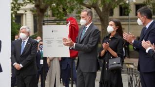 Reyes inauguran memorial Víctimas Terrorismo