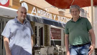 Mario Lázaro y Manuel Franco, en la terraza de Ambrosio y Justino.