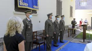 Toma de posesión del coronel Matilla en el jardín de la Subdelegación de Defensa en Huesca.