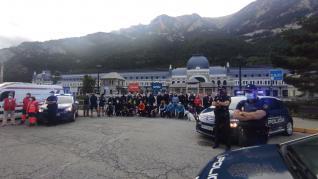 La Policía Nacional recorre el tramo Somport-Jaca apoyando la campaña 'Protegemos el Camino de Santiago'.