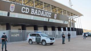 La Guardia Civil registra el Estadio Nuevo Vivero de Badajoz