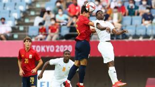 Rafa Mir lleva a España a semifinales con un triplete