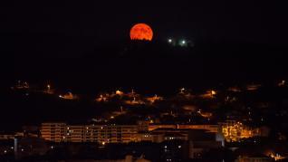 Imágenes que deja la luna azul desde Galicia