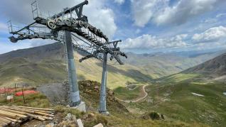 Se inicia la instalación del primer telesilla que conectará la estación de Cerler con el valle de Castanesa.