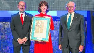 Vallejo recibió el premio de manos de Javier Lambán y Fernando de Yarza Mompeón