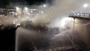 Aparatoso incendio en la planta de Saica de El Burgo de Ebro