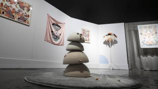 El universo dual de Twee Muizen teje de su arte el Centro de Historias
