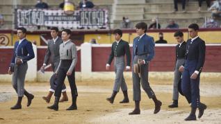 Alumnos de escuelas de Huesca, Zaragoza y Valencia han lidiado a muerte seis novillos erales en la clase abierta al público organizada por la Peña Taurina Oscense.