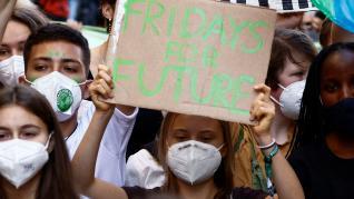 Greta Thunberg encabeza una manifestación de 50.000 jóvenes en Milán durante un nuevo acto de los 'Fridays For Future' (Viernes para el futuro)