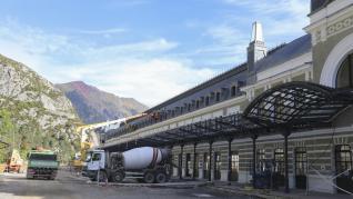 La explanada de los Arañones se transforma para dar paso a una nueva urbanización en torno a la estación de tren, que incorporará los elementos ferroviarios.