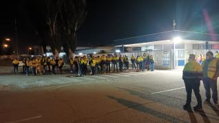 Concentración de apoyo a la plantilla de IDL en Figueruelas