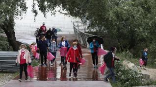 Marcha solidaria por las orillas del Ebro, con motivo del Día Internacional del Cáncer de Mama.