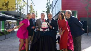 Renata Zanchi,  Claudio Poltera, Alfonso Solans, Álvaro Palacio,  María José Suárez y Javier Palacio, en el primer aniversario de la Torre Outlet de Zaragoza