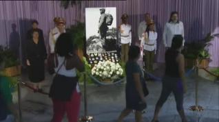 Miles de cubanos acuden a la capilla ardiente de Fidel Castro