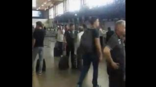 Momentos previos del equipo de fútbol brasileño antes de subir al avión