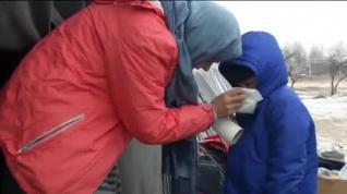 Cientos de refugiados sobreviven a las gélidas temperaturas en Serbia y Hungría