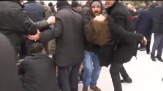 Al menos tres muertos y una decena de heridos en el derrumbe de una mezquita