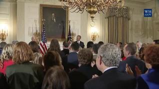 Obama entrega a Biden la Medalla de la Libertad