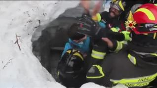 Así han transcurrido las 76 horas agónicas del hotel italiano tras la avalancha de nieve