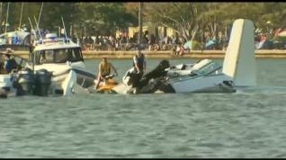 Dos muertos en el accidente de una avioneta durante una exhibición en Australia