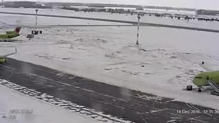 Susto en la pista por culpa del hielo en un aeropuerto en Siberia