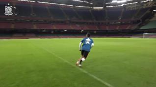 Thiago Alcántara entrena antes del amistoso ante Gales