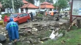 Ascienden a al menos 222 muertos y 843 heridos por un tsunami en Indonesia