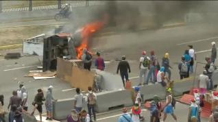 Al menos trece muertos en las protestas de Venezuela tras la proclamación de Guaidó