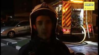 Bomberos sofocan un incendio en un Burger King en Usera