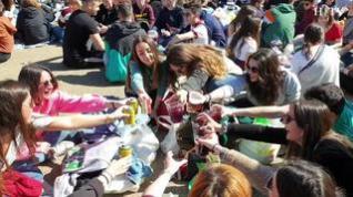 Cientos de jóvenes ya disfrutan de San Pepe en el Parque de Atracciones de Zaragoza