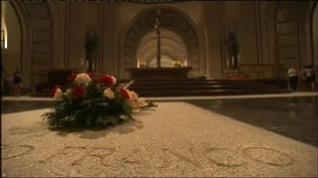 El Gobierno anuncia que los restos de Franco serán enterrados en el cementerio de El Pardo