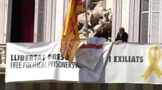 Torra retira la pancarta a favor de los presos y anuncia que se querellará contra la JEC