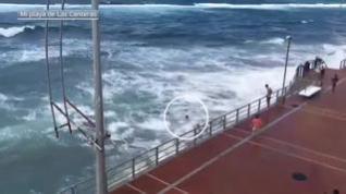 Una imprudencia en el mar estuvo a punto de costar la vida a un joven