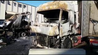 Un incendio en la Ciudad del Transporte calcina dos camiones y afecta a un tercero