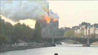 París llora la pérdida de Notre Dame a causa de las llamas