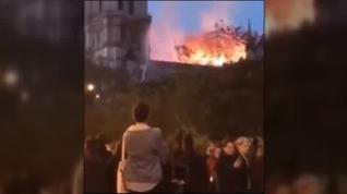 Miles de vídeos colgados en redes sociales de Notre Dame ardiendo