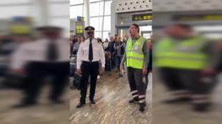 Una jota en el aeropuerto de Zaragoza se hace viral y sorprende en redes sociales