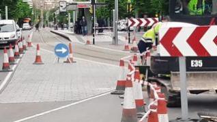 Desvío de tráfico pesado en la plaza de España por obras junto al trazado del tranvía