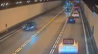 Impactantes imágenes de un accidente de tráfico en un túnel en Barcelona