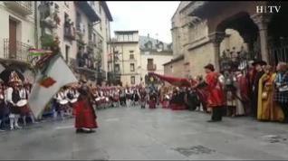 Jaca celebra el primer viernes de mayo con el tradicional saluda de banderas