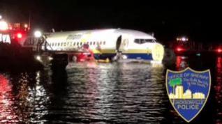 Un avión con 136 personas ameriza en el río St. Johns cerca de Jacksonville en Florida