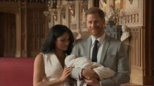 Meghan Markle y el príncipe Harry presentan a su hijo